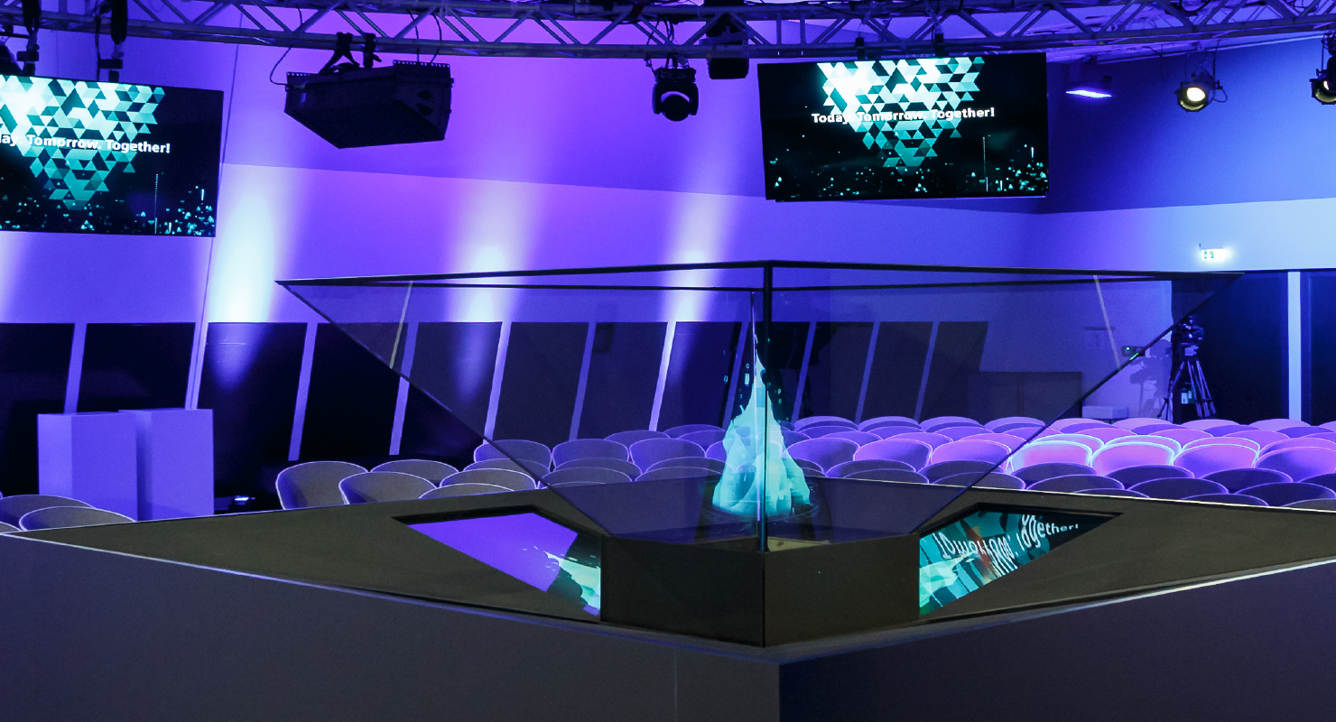 Hologram eye-catcher close view in conference setting. Made by prio Event Management.