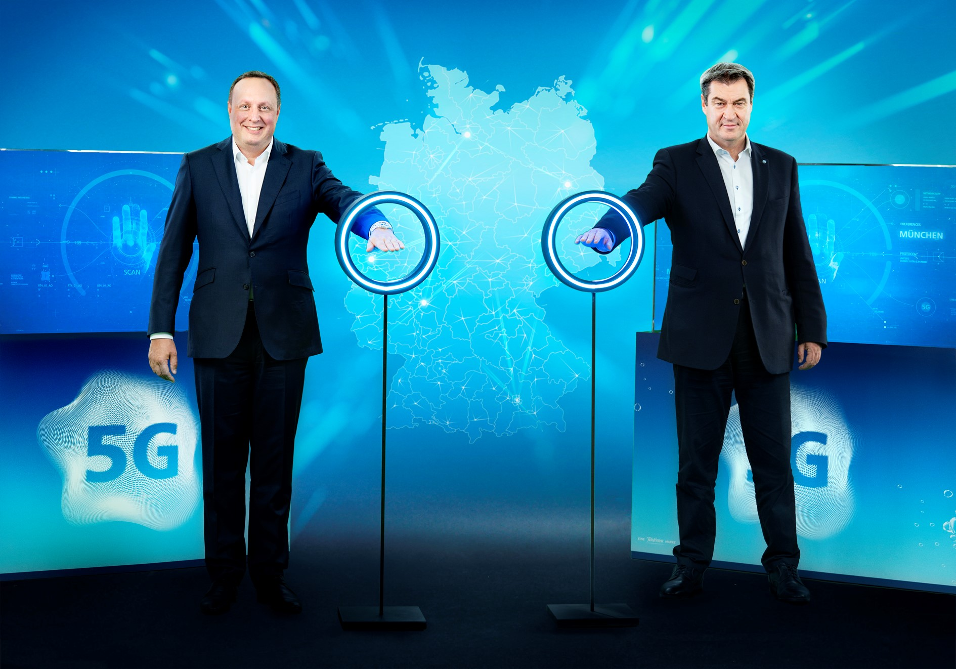Markus Haas CEO Telefonica Deutschland und Ministerpräsident Bayern Markus Söder schalteten zusammen das O2 5G-Netz an.